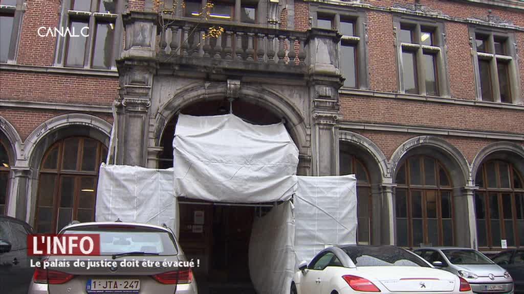 Le palais de justice doit être évacué!