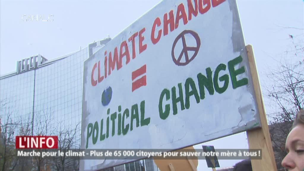 Marche pour le climat : parents et enfants manifestent ensemble.