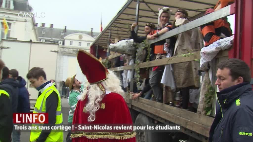 """Saint-Nicolas fait son retour parmi les étudiants: un moment """"historique"""""""