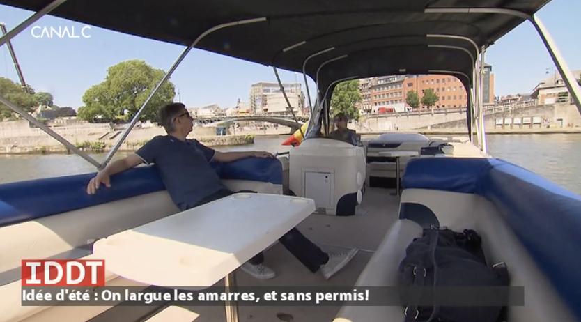 Sophie et Pascal font du bateau sur la Meuse sans permis