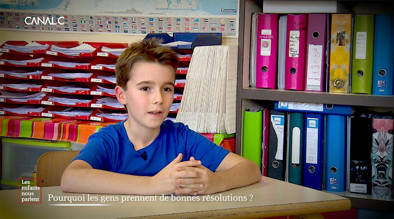 Enfant parle pour les résolutions