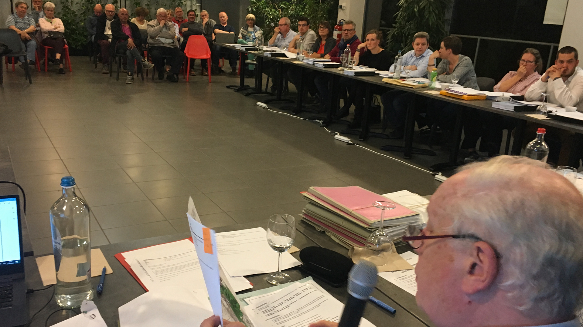 Conseil communal d'Andenne: des chiffres et des recours