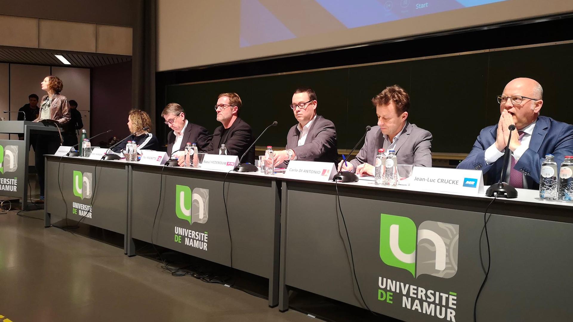 """Rencontre """"écoles-climat"""": les politiques tentent de répondre aux interrogations des jeunes"""