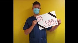 """Photo infirmier panneau """"pas essentiel"""""""